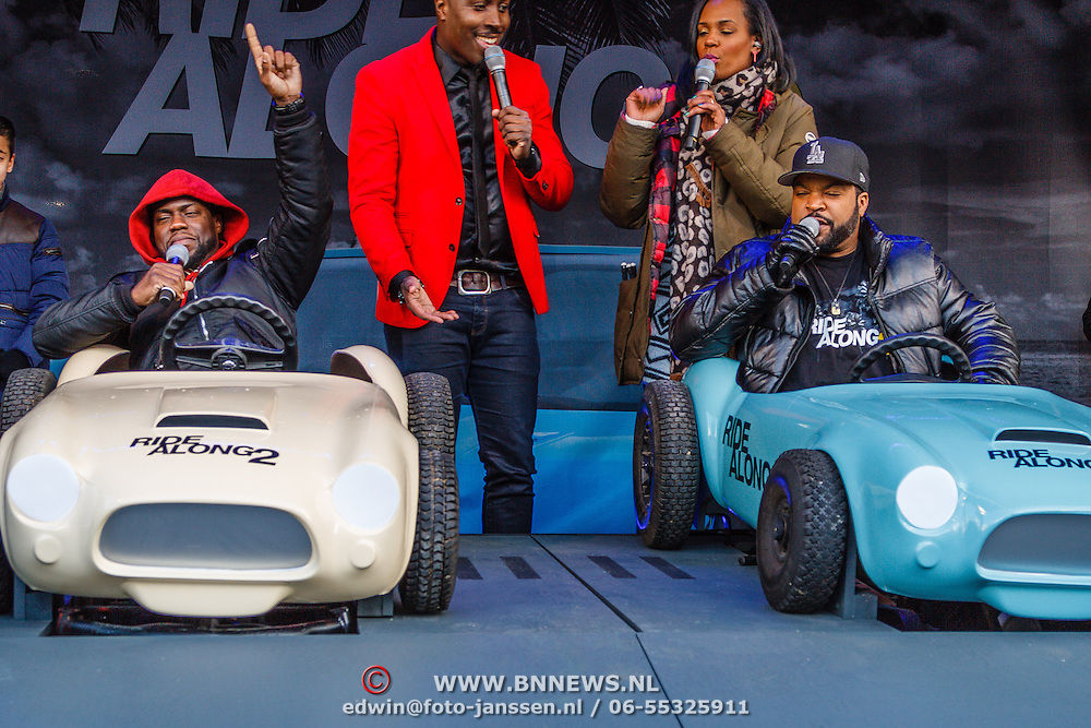 NLD/Amsterdam/20160116 - Photocall en premiere Ride Along 2, Ice Cube en Kevin Hart in een speelgoed auto
