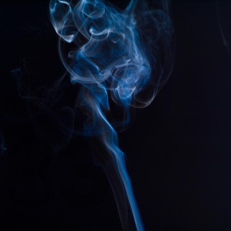 Cigarette smoke - humo de cigarro