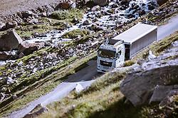 THEMENBILD - MAN Sattelzug (Erlkönig) bei einer Testfahrt vom Gletscherstadion am Rettenbachferner ins Tal. Sölden am Donnerstag den 09. Juli 2020 // MAN semitrailer (Erlkönig) during a test drive from the glacier stadium on the Rettenbachferner into the valley. Soelden, Austria on Thursday, July 9th, 2020. EXPA Pictures © 2020, PhotoCredit: EXPA/ Johann Groder