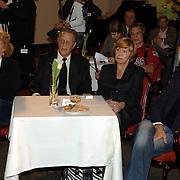 NLD/Bussum/20060120 - Uitreiking prijs Omroepman van het jaar 2005, vriendin John de Mol Els Verberk, John de Mol Sr. en partner Hanny en Sander Vahle