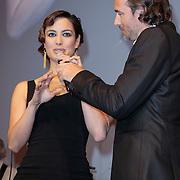 NLD/Amsterdam/20121028 - Inloop premiere nieuwe James Bond film Skyfall , Jeroen Nieuwenhuize en Berenice Marlohe