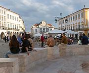Historic buildings and fountain in Giraldo Square, Praça do Giraldo, Evora, Alto Alentejo, Portugal southern Europe