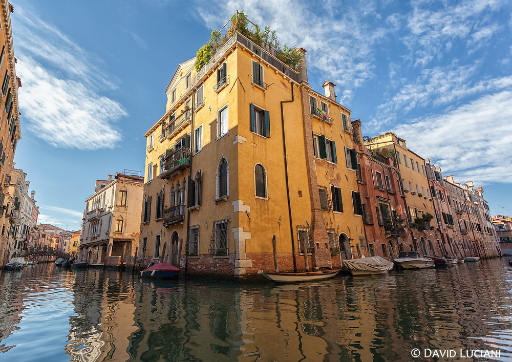 Due to invaders like the huns or the barbarians in roman territories, frightened people escaped the mainland, and settled down on the islands located in the venetian lagoon.