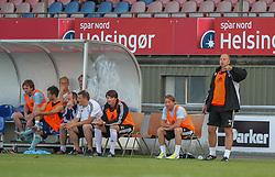 Cheftræner Benny Gall (FC Helsingør) under træningskampen mellem FC Helsingør og IS Halmia (Sverige) den 24. juli 2012 på Helsingør Stadion (Foto: Claus Birch).