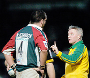Wycombe. GREAT BRITAIN, 5th December 2004. Heineken Cup Rugby  London Wasps and Leicester Tigers,  Adams Park, ENGLAND, [Mandatory Credit; Peter Spurrier/Intersport-images].<br /> <br /> Referee `Nigel Williams, talks to both captains Martin Johnson and Lawrence Dallaglio.