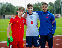 NEWPORT, WALES - Friday, September 3, 2021: Liverpool trio Iwan Roberts (L) of Wales, and England's Luke Chambers (C) and Lee Jonas (R) pose for a picture after an International Friendly Challenge match between Wales Under-18's and England Under-18's at Spytty Park. The game ended in a 1-1 draw. (Pic by David Rawcliffe/Propaganda)