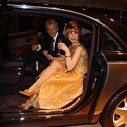 Miljonairfair 2004, Marijke Helwegen en man hans in een Maybach