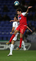 Photo: Paul Thomas.<br /> Bolton Wanderers v Braga. UEFA Cup. 25/10/2007.<br /> <br /> Gary Speed (L) of Bolton battles with Andres Madrid. *** Local Caption *** *** UK ONLY ***