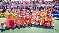 AMSTELVEEN - Teamfoto Nederlands team na  de finale van het EK Hockey tussen Duitsland en Nederland in het Wagener Stadion op 12 juni 2021 in Amstelveen. COPYRIGHT KOEN SUYK