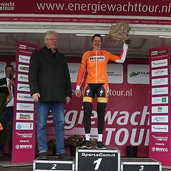 07-04-2016: Wielrennen: Energiewachttour vrouwen: Winsum<br /> WINSUM (NED) wielrennenDe tweede etappe in de Energiewacht rond Winsum werd door de wind een zware etappe. Romy Kasper draagster ornaje trui tussensprints