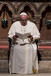 September 20, 2016 - Assisi, Umbria, Italy - Pope Francis attends a prayer with representatives of different religions, inside the Basilica of St. Francis, in Assisi, Tuesday, Sept. 20, 2016. (Credit Image: © Massimo Valicchia/NurPhoto via ZUMA Press)
