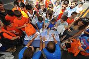 DESCRIZIONE : Folgaria Allenamento Raduno Collegiale Nazionale Italia Maschile <br /> GIOCATORE : autografi<br /> CATEGORIA : autografi<br /> SQUADRA : Nazionale Italia <br /> EVENTO :  Allenamento Raduno Folgaria<br /> GARA : Allenamento<br /> DATA : 19/07/2012 <br /> SPORT : Pallacanestro<br /> AUTORE : Agenzia Ciamillo-Castoria/GiulioCiamillo<br /> Galleria : FIP Nazionali 2012<br /> Fotonotizia : Folgaria Allenamento Raduno Collegiale Nazionale Italia Maschile <br /> Predefinita :