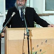 Uitreiking Yad Vashemprijs aan Mw. Gooijer - Kos, rabbijn Jacobs uit Amersfoort