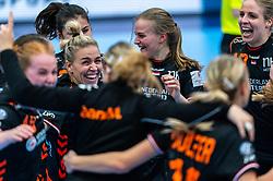 Debbie Bont of Netherlands, Danick Snelder of Netherlands celebrate after the Women's EHF Euro 2020 match between Netherlands and Hungry at Sydbank Arena on december 08, 2020 in Kolding, Denmark (Photo by RHF Agency/Ronald Hoogendoorn)