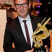 NLD/Amsterdam/20111109 - Life After Football Fair 2011, Ronald de Boer met de Achievement Award