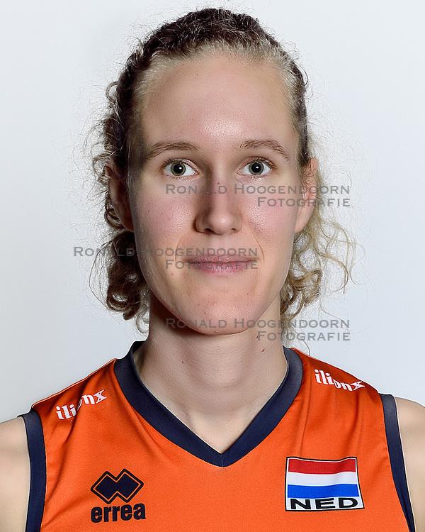 28-12-2015 NED: Nederlands Volleybalteam vrouwen, Arnhem<br /> Nederlands volleybalteam vrouwen op de foto met de nieuwe sponsorshirt ilionx / Nicole Koolhaas #22