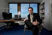 10 JAN 2005, BERLIN/GERMANY:<br /> Roger Koeppel, Chefredakteur der Tageszeitung Die Welt, waehrend einem Interview, in seinem Buero, Axel-Springer-Haus<br /> IMAGE: 20050110-02-033<br /> KEYWORDS: Roger Köppel