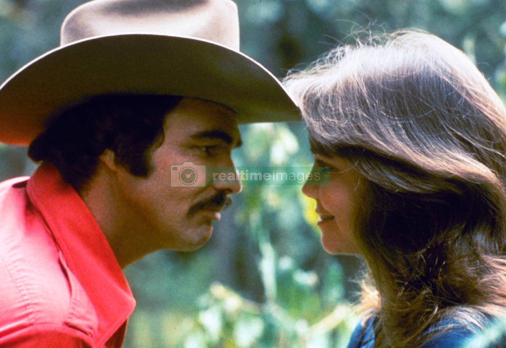 May 27, 1977;  Atlanta , GA, USA; Starring BURT REYNOLDS as Bandit and SALLY FIELD as Carrie in 'Smokey and the Bandit.'   (Credit Image: © Courtesy of Universal Pictures/Entertainment Pictures/ZUMAPRESS.com)