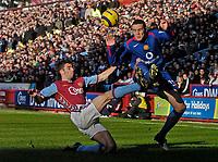 Photo: Glyn Thomas.<br />Aston Villa v Manchester United. The Barclays Premiership.<br />17/12/2005.<br />Villa's Mark Delaney (L) tackles John O'Shea.