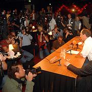 NLD/Aalsmeer/20070601 - Uitzending van de BNN grote  Donorschow, persconferentie, Laurens Drillich, Paul Römer en Patrick Lodiers, media, fotografen, camera's