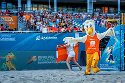 15-07-2018 NED: CEV DELA Beach Volleyball European Championship day 1<br /> Start of the DELA EC Beach Volleyball 2018 / Mascot Spikey