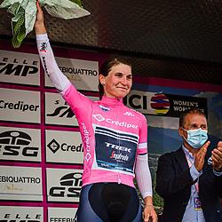 LONGO BORGHINI Elisa ( ITA ) – TREK - Segafredo ( TFS ) - USA – Leader Jersey - Pink Jersey - Award Ceremony – Medal Ceremony – Podium - Hochformat – hoch – vertikal – Portrait - Event/Veranstaltung: Giro Rosa Iccrea - 1. Stage - Category/Kategorie: Cycling - Road Cycling - Cycling Tour - Elite Women - Location/Ort: Europe – Italy - Start: Grosseto - Finish: Grosseto - Discipline: Cycling - Road Cycling - Cycling Tour - Team Time Trail ( TTT ) - Distance: 16,8 km - Date/Datum: 11.09.2020 – Friday - Photographer: © Arne Mill - frontalvision.com