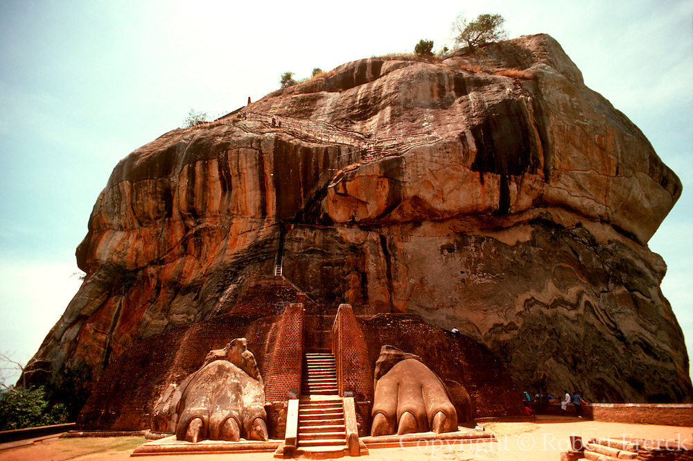SRI LANKA, ANCIENT CULTURE Sigiriva, ancient fortress atop rock
