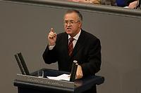 17 OCT 2003, BERLIN/GERMANY:<br /> Hans Eichel, SPD, Bundesfinanzminister, haelt eine Rede, waehrend einer Bundestagdebatte, Plenum, Deutscher Bundestag<br /> IMAGE: 20031017-01-079<br /> KEYWORDS: speech