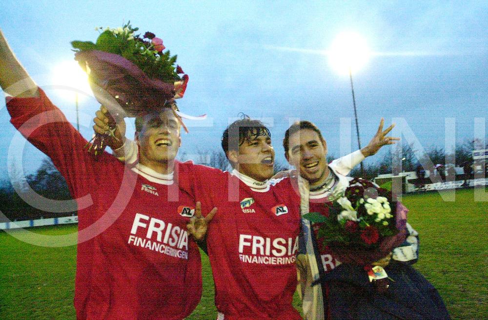 Fotografie Frank Uijlenbroek©2001/michiel van de velde.010405 zwolle ned.FC Zwolle2-AZ.AZ en kam juichen na floop