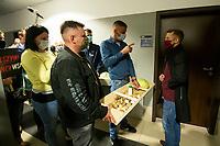 Bialystok, 07.10.2020. Ogolnopolski protest rolnikow przeciwko procedowanej w parlamencie Piatce dla zwierzat N/z rolnicy protestowali pod lokalnym biurem PiS. Poslom i senatorom prtii rzadzacej przyniesli w podarku dwa koryta wypelnione plodami rolnymi oraz mleko dla kota Kaczynskiego fot Michal Kosc / AGENCJA WSCHOD