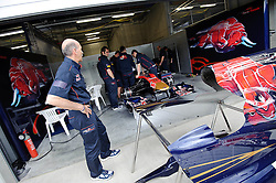 14.05.2011, Red Bull Ring, Spielberg, AUT, RED BULL RING, SPIELBERG, EROEFFNUNG, im Bild Mechaniker von Toro Rosso Racing // Engineers of Toro Rosso during the official Opening for the Red Bull Circuit in Spielberg, Austria, 2011/05/14, EXPA Pictures © 2011, PhotoCredit: EXPA/ S. Zangrando