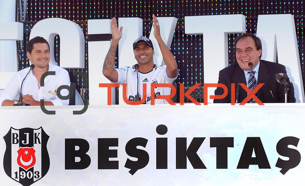 Besiktas Istanbul's new Portuguese soccer player Ricardo Quaresma (C) and Besiktas president Yildirim Demiroren (R) poses for the media after signing a contract with Turkish soccer club Besiktas at Inonu stadium in Istanbul June 19, 2010.Photo by TURKPIX