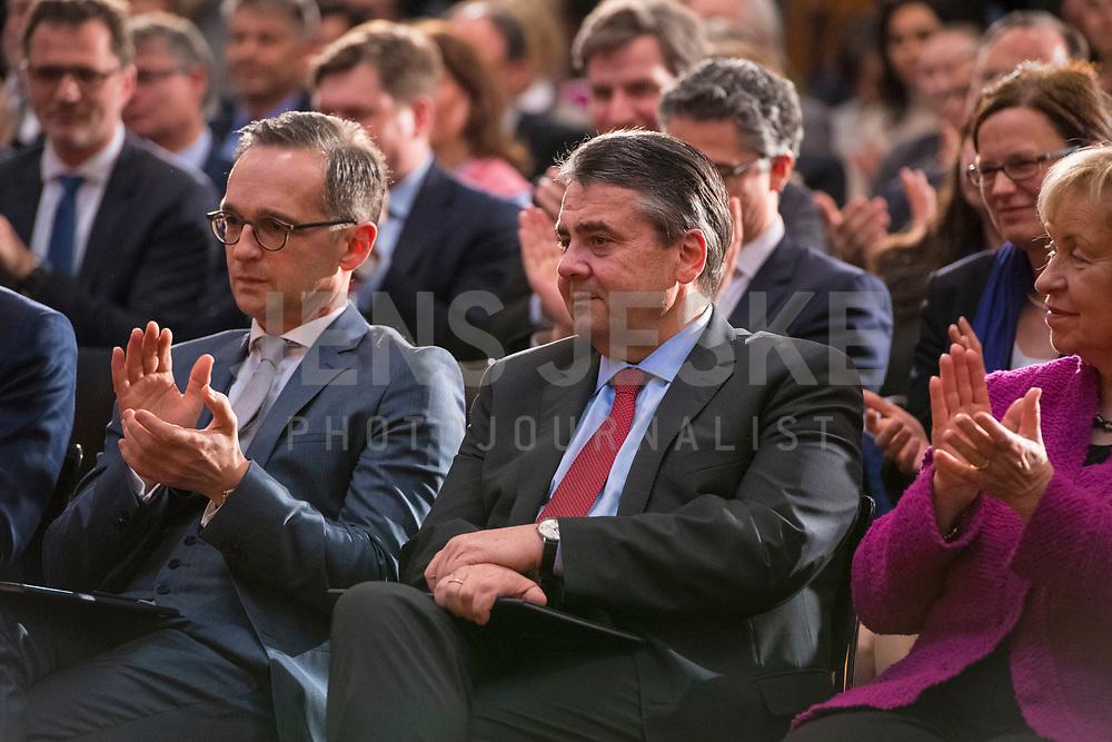 DEU, Deutschland, Germany, Berlin, 14.03.2018: Amtsübergabe von Bundesaussenminister Sigmar Gabriel (SPD) an seinen Nachfolger Heiko Maas (SPD) im Weltsaaal des Auswärtigen Amts.
