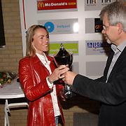 NLD/Bussum/20060530 - Uitreiking Sportprijzen 2005 gemeente Bussum, sportvrouw van het jaar Bernadine Boog
