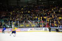 Ishockey , GET-Ligaen ,  <br /> 05.01.17 , 20170105<br /> Vålerenga Hockey - Storhamar <br /> Storhamars keeper , Oskar Östlund julber med bortefansen etter kampen<br /> Foto: Sjur Stølen / Digitalsport