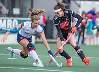 AMSTELVEEN -  Eva de Goede (Adam) met Xan de Waard (SCHC) (l)    tijdens de hoofdklasse hockeywedstrijd dames, zonder publiek vanwege COVID-19, AMSTERDAM-SCHC (2-2). COPYRIGHT KOEN SUYK