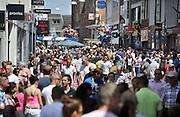 Nederland, Nijmegen, 28-5-2012Drukte met tweede pinksterdag in het centrum.Winkelstraat, Broerstraat, in Nijmegen op een koopzondag. Winkelen, architectuurFoto: Flip Franssen/Hollandse Hoogte