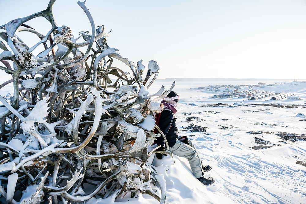 Near Inukjuak, we can see this caribou antlers monument.