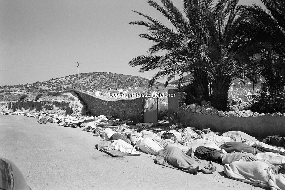 Earthquake in Agadir in Morocco in 1960. The massive  burial took place<br /> right away due to religion and extreme heat.<br /> <br /> <br /> Tremblement de terre à Agadir au Maroc en 1960. L'enterrement massif a eu lieu<br /> tout de suite en raison  de la chaleur extrême et en respect des traditions religieuses.