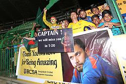 April 6, 2017 - Colombo, Sri Lanka - Bangladeshi fans await  Bangladesh's cricket captain Mashrafe Mortaza's arrival after the 2nd and final T-20 International cricket match between Sri Lanka and Bangladesh at R Premadasa Stadium, Colombo, Sri Lanka, Thursday 6 April 2017. (Credit Image: © Tharaka Basnayaka/NurPhoto via ZUMA Press)