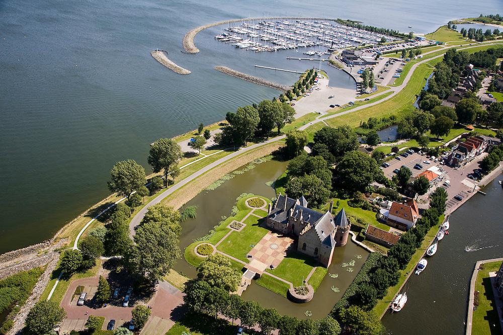 Nederland, Noord-Holland, Medemblik, 14-07-2008; Kasteel Radboud met jachthaven op het tweede plan; burcht; West-Friesland. .luchtfoto (toeslag); aerial photo (additional fee required); .foto Siebe Swart / photo Siebe Swart)
