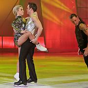 NLD/Hilversum/20110304 - Sterren Dansen op het IJs show 6, Vivian Reijs met Holiday on Ice danser en Nick Keagan