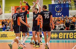 24-09-2016 NED: EK Kwalificatie Nederland - Wit Rusland, Koog aan de Zaan<br /> Nederland wint na een 2-0 achterstand in sets met 3-2 / Michael Parkinson #17, Floris van Rekom #21