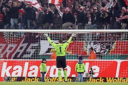 11.12.2010,  Rhein Energie Stadion, Koeln, GER, 1.FBL, FC Koeln vs Eintracht Frankfurt, 16. Spieltag, im Bild: Faryd Mondragon (Koeln #1) (mi.) laesst sich von den FC Fans feiern. Medien berichten, dass der Torwart in die USA wechselt.   EXPA Pictures © 2010, PhotoCredit: EXPA/ nph/  Mueller       ****** out ouf GER ******