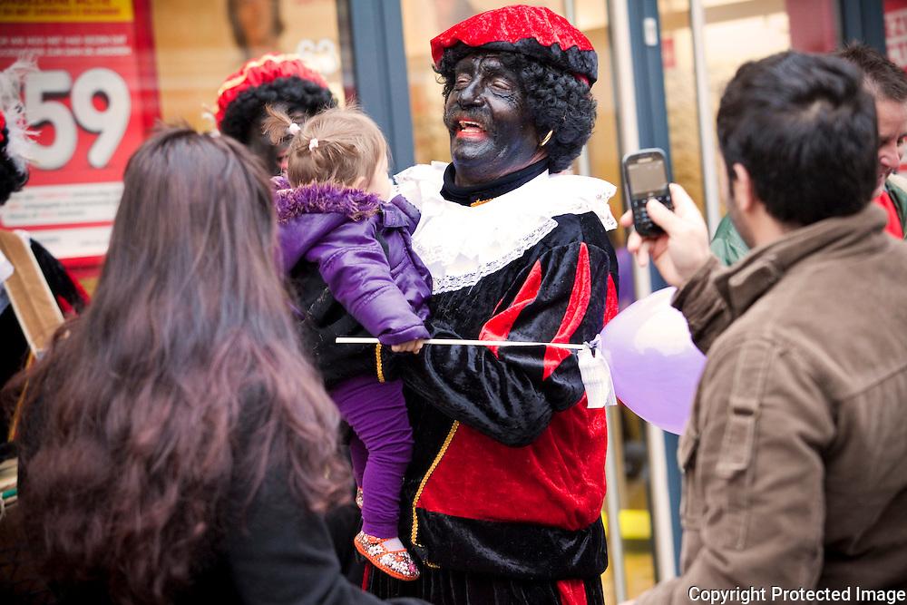 370328-Aankomst Sinterklaas in de Bergstraat Heist op den Berg