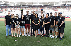 June 29, 2019 - London, London, United Kingdom - Image licensed to i-Images Picture Agency. 29/06/2019. London, United Kingdom. Prince Harry and  Meghan Markle, the Duke and  Duchess of Sussex ,pose with members of the Invictus Games Foundation and baseball players before the Boston Red Sox v New York Yankees  baseball match in London  (Credit Image: © Pool/i-Images via ZUMA Press)