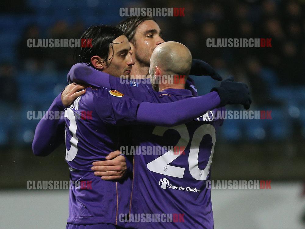 Alberto Aquilani (Fiorentina) jubler efter sin straffesparksscoring til 1-3 med Alessandro Matri og Borja Valero.