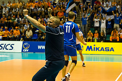 12-09-2010 VOLLEYBAL: EK KWALIFICATIE NEDERLAND - ESTLAND: ROTTERDAM<br /> Coach Keel EST is blij na het winnen van de tweede set en het bereiken van het EK<br /> ©2010-WWW.FOTOHOOGENDOORN.NL / Peter Schalk