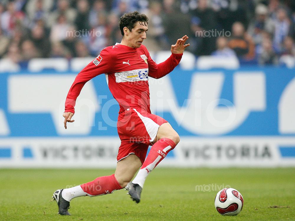 Fussball  1. Bundesliga  Saison 2006/2007 Roberto HILBERT (VfB Stuttgart), Einzelaktion am Ball