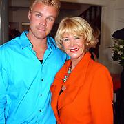 Modeshow Sheila de Vries, met zoon Gideon